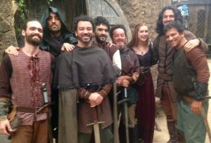 Romeu Benedicto com o elenco de Deus Salve o Rei/Acervo Pessoal