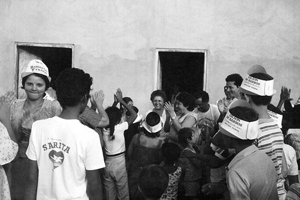 Sarita_em_campanha_politica_Varzea_Grande_outubro_1982_siteEntrelinhas