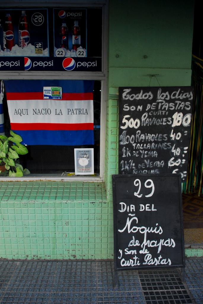 La_ciudad_se_prepara_para_el_festejo_(13146686563)